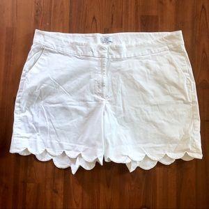 Crown & Ivy Curvy - White Shorts
